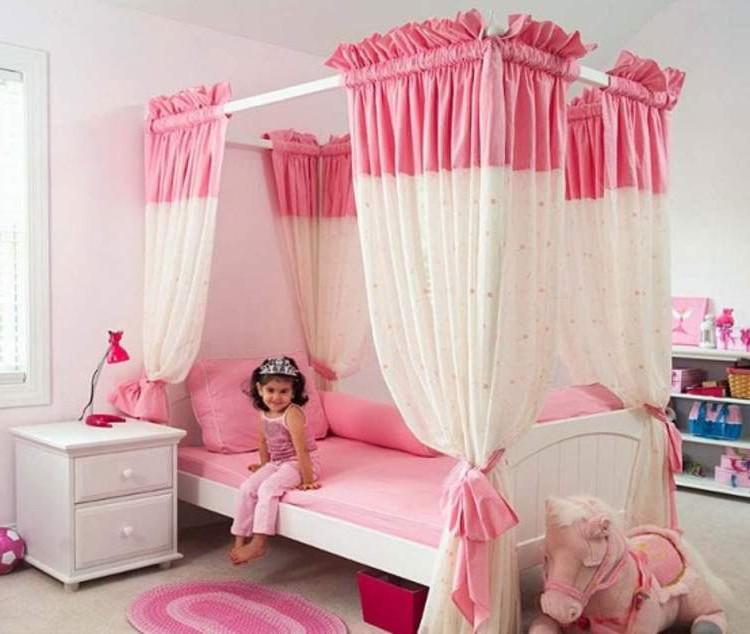 Применение балдахина для кровати маленькой девочки