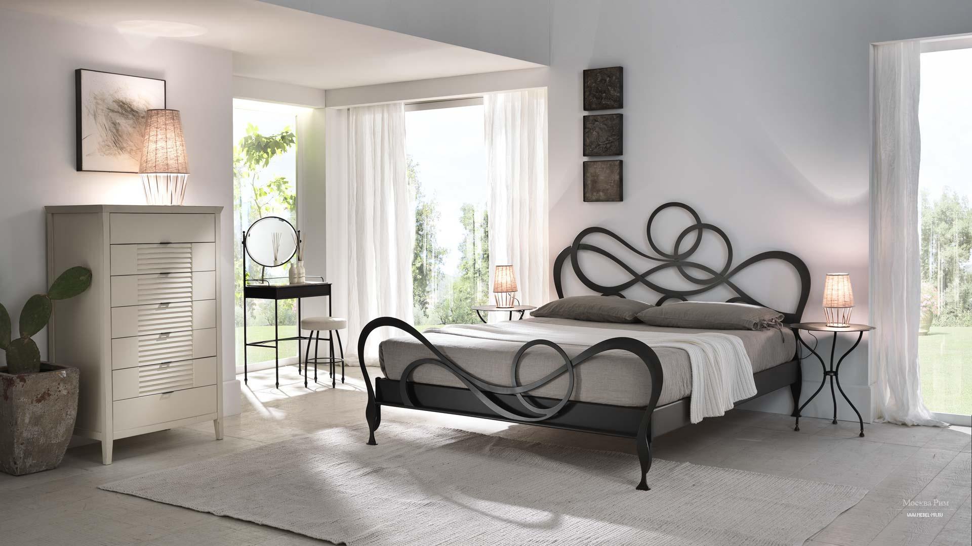 Пример интерьера спальни с кроватью на основе металла