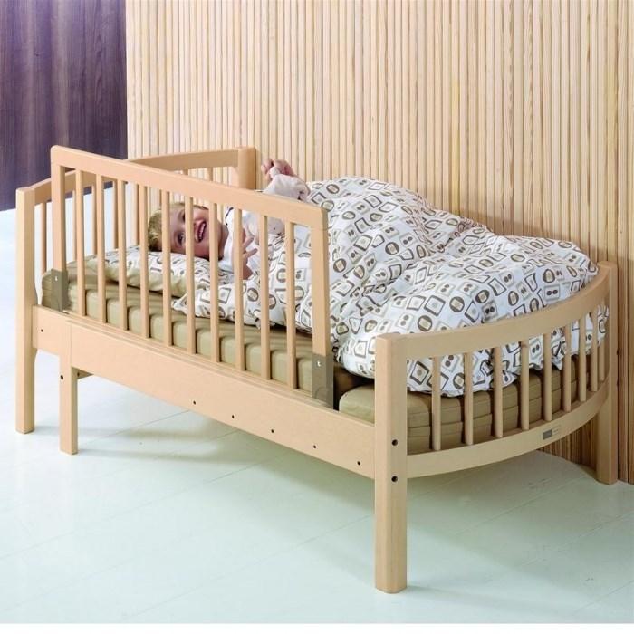С какого возраста нужно убрать у детской кроватки решетку