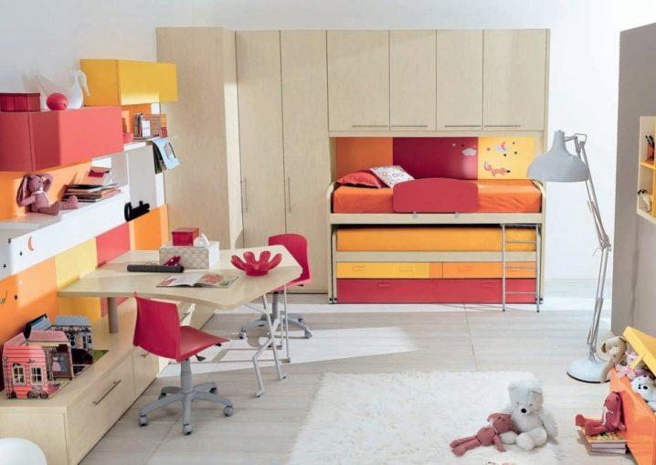 Сэкономить семейные сбережения и место в комнате поможет двухъярусная кровать