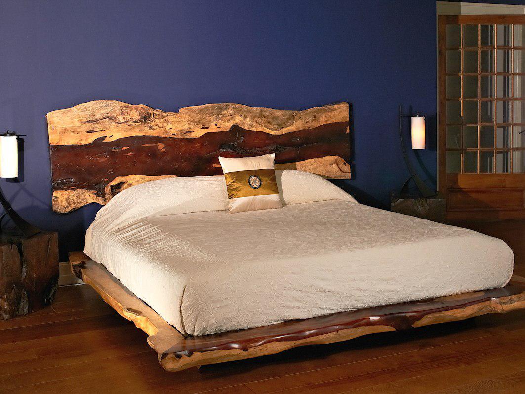 Кровать из массива дерева с изголовьем из слэба