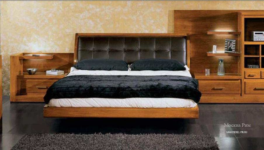 Двуспальная кровать с каркасом из натурального дерева