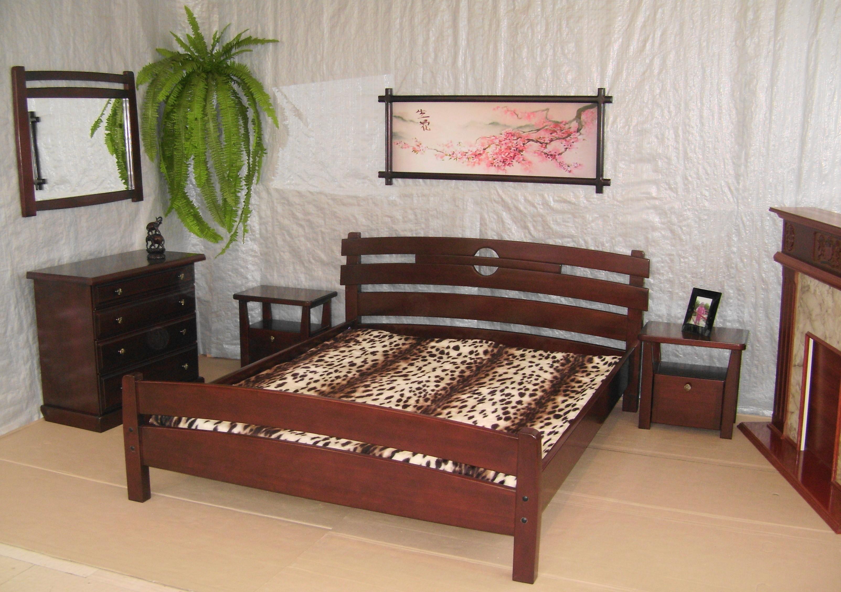 Кровать и з дерева