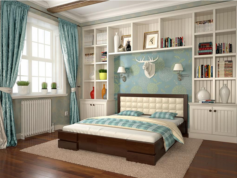 Двуспальная деревянная кровать с мягким изголовьем