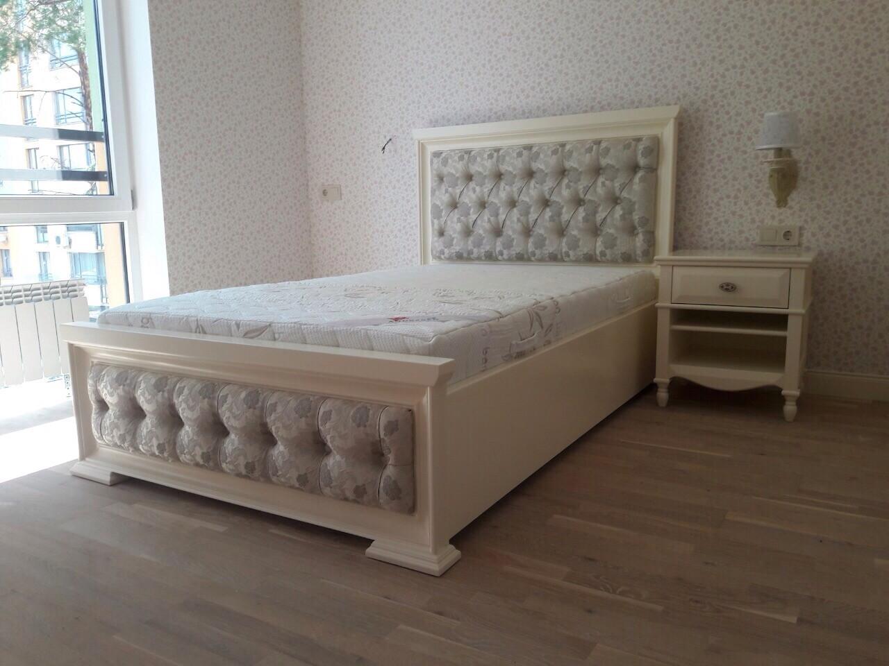 Кровать с мягким изголовьем без изножья