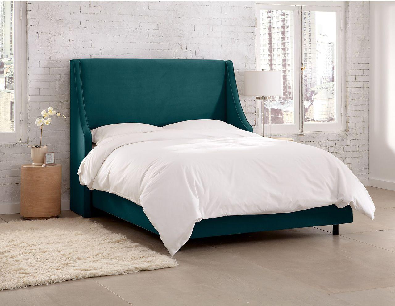 Кровать с мягким изголовьем и ушами