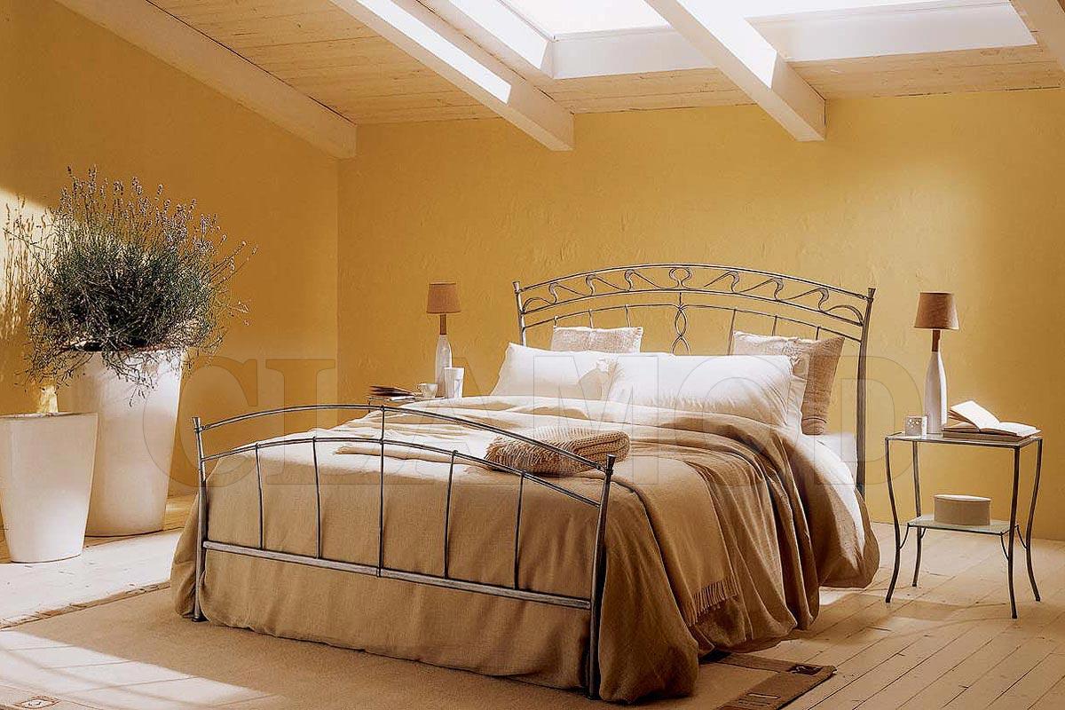 Металлическая двуспальная итальянская кровать в стиле Прованс