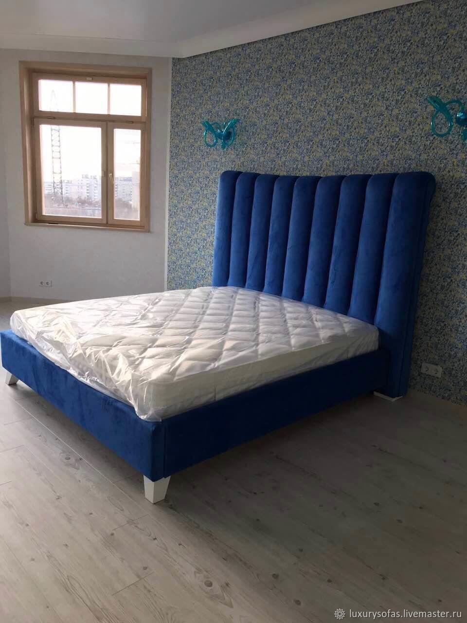 Синяя кровать