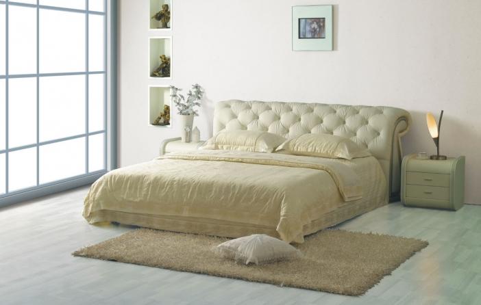 Светлая кровать