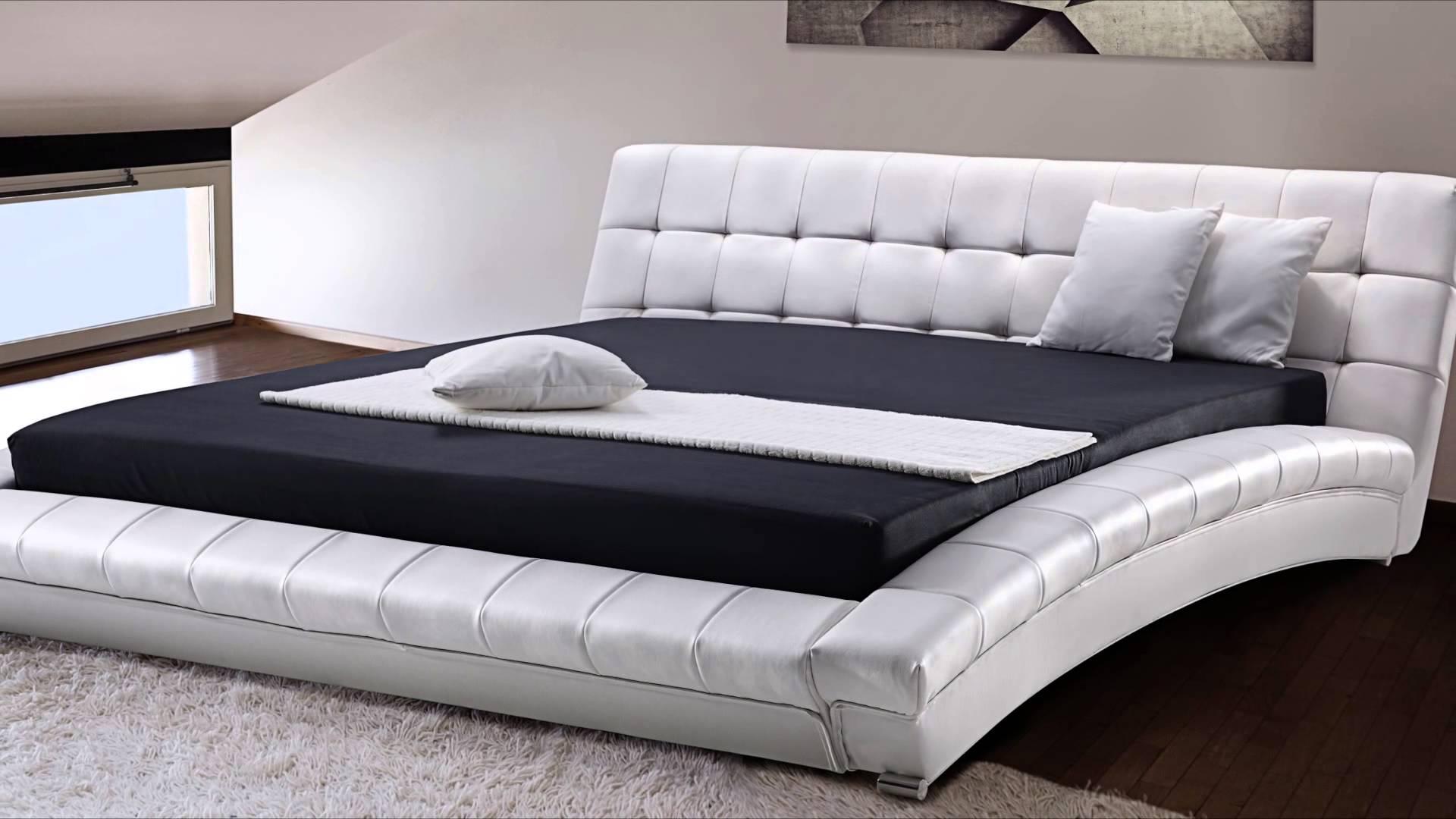 Как правило, в больших кроватях присутствуют прочные и надежные основания