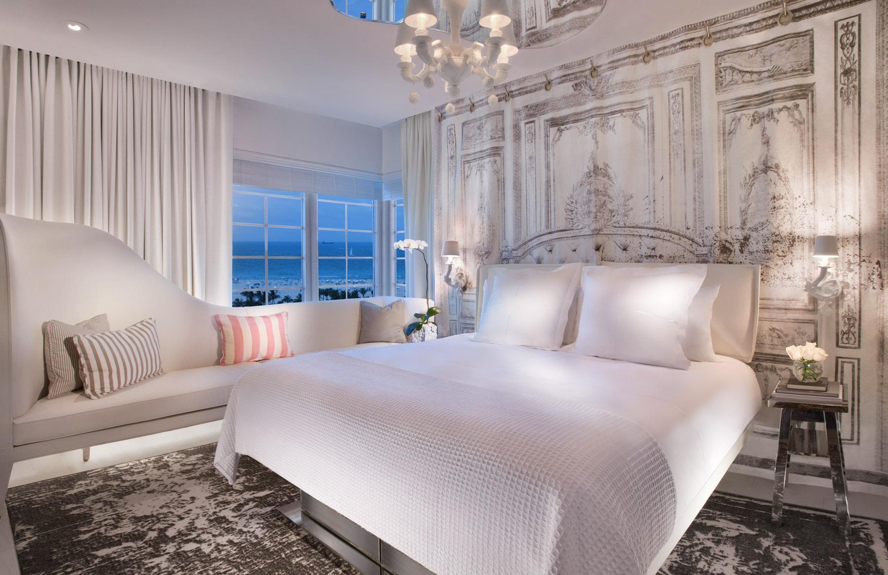 Кровать и кушетка