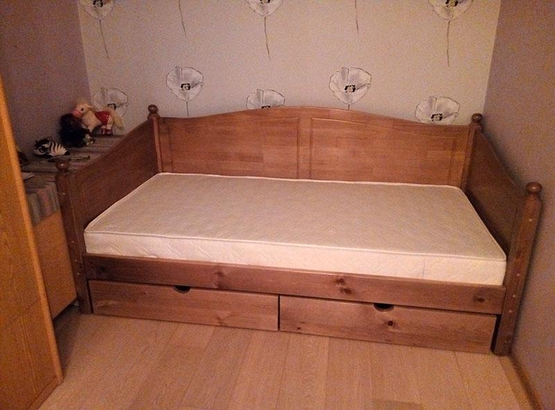 Диван-кровать с тремя спинками