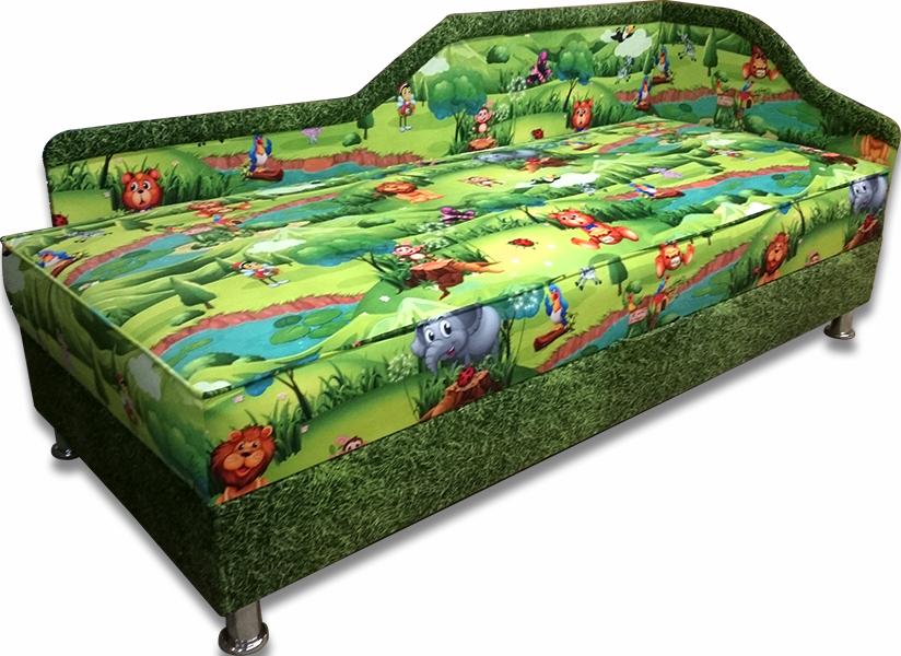 Яркий принт на покрытии кровати