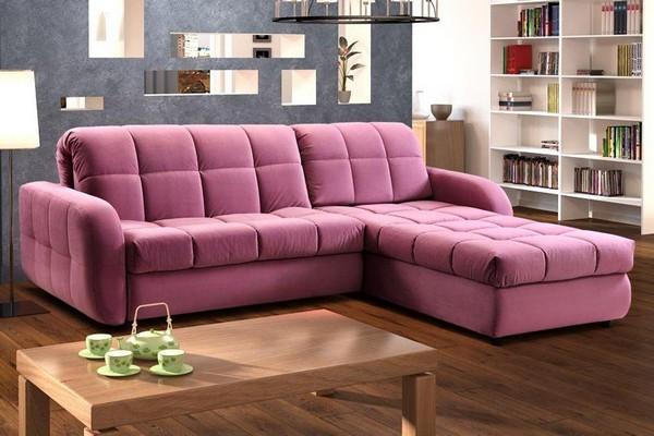 Мягкий розовый диван