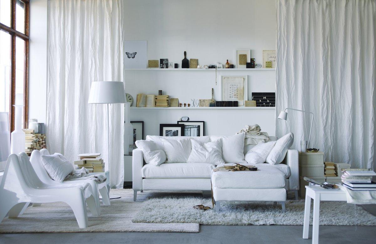 Белый диван в скандинавском стиле