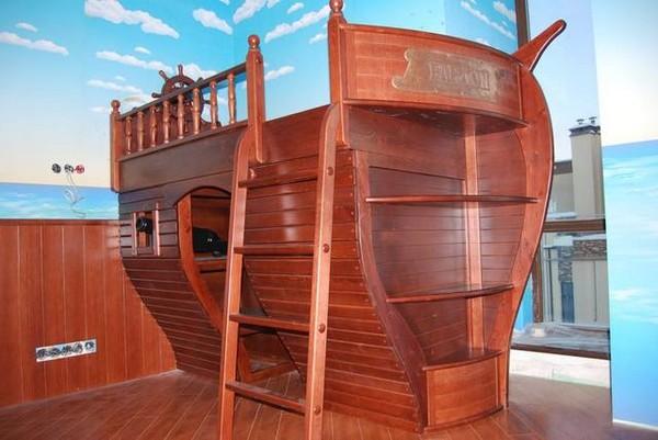 Большой корабль-кровать