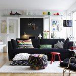 Черный диван в скандинавском стиле