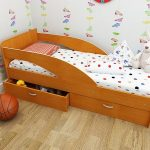 Детская кровать с бортиками