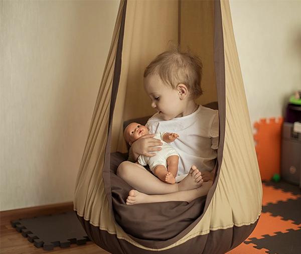 Детское подвесное кресло кокон