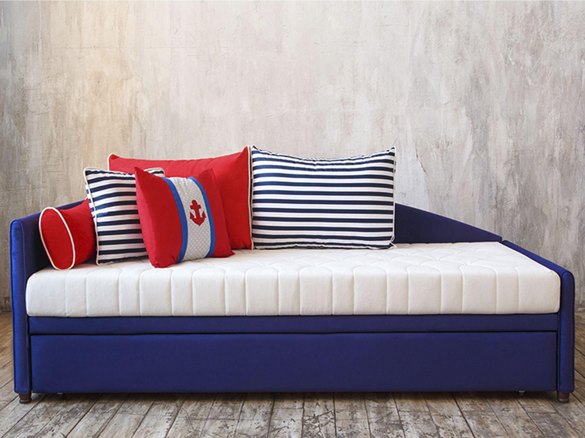 Диван-кровать в комнате мальчика