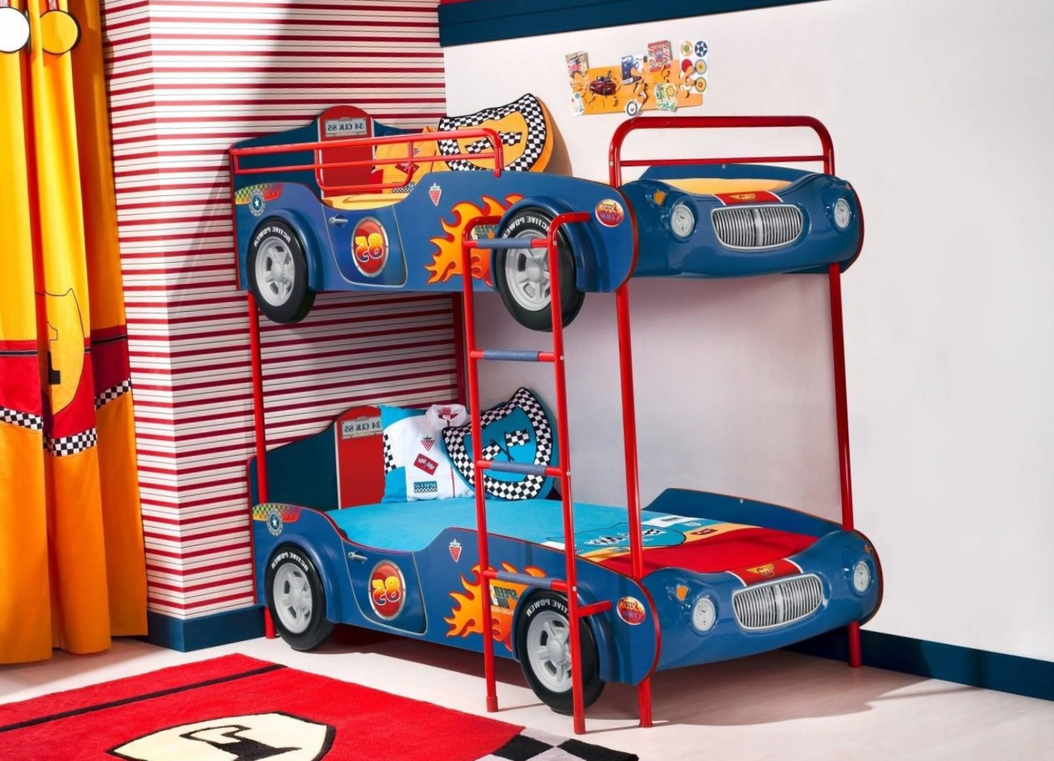 Двухъярусная кровать-машина
