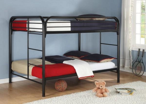 Двухъярусная кровать из железных труб