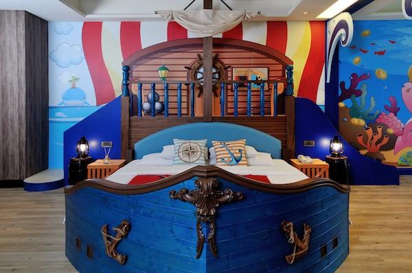 Кровать в форме корабля