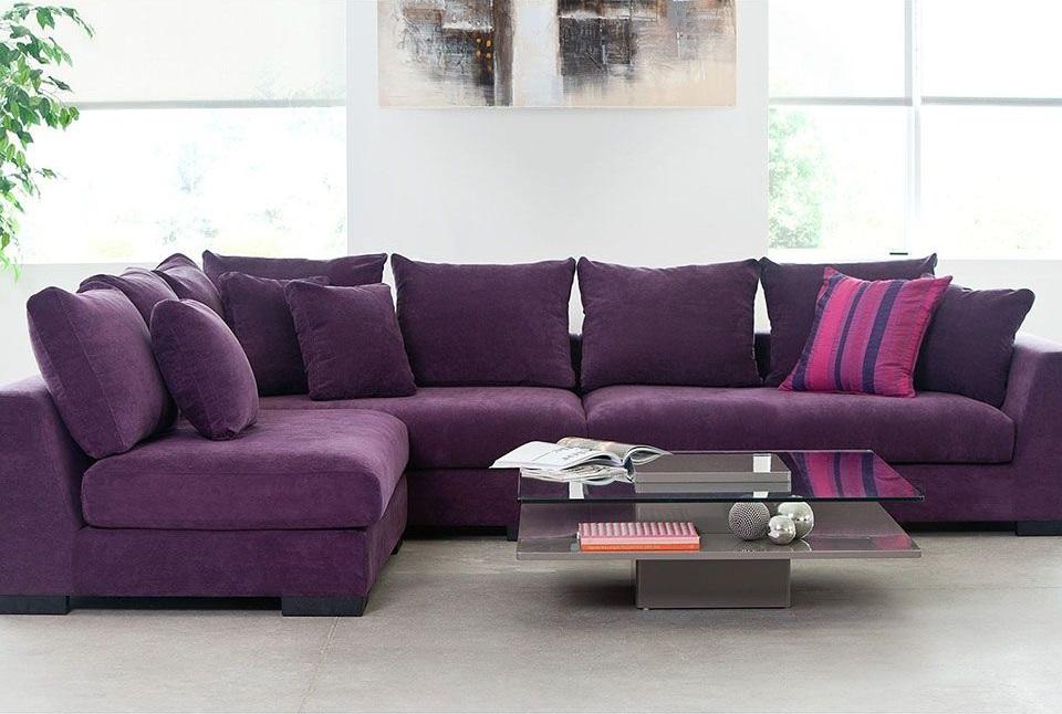 Фиолетовый диван