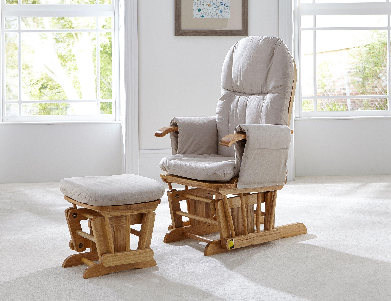 Фирменное кресло в гостиной