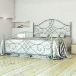 Французская металлическая кровать