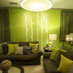 Грязно-зеленый диван в сочетании с другими оттенками зеленого