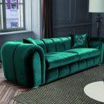 Изумрудный диван в гостиной