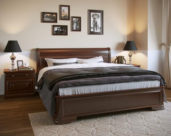 Деревянная двухместная кровать