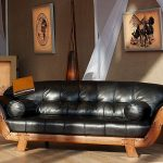 Кожаный диван на деревянном каркасе