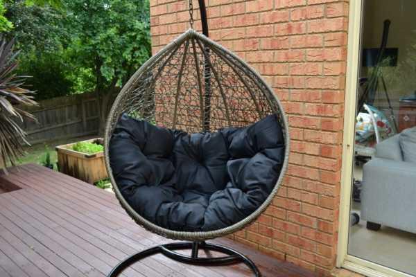 Кресло качели из ротанга