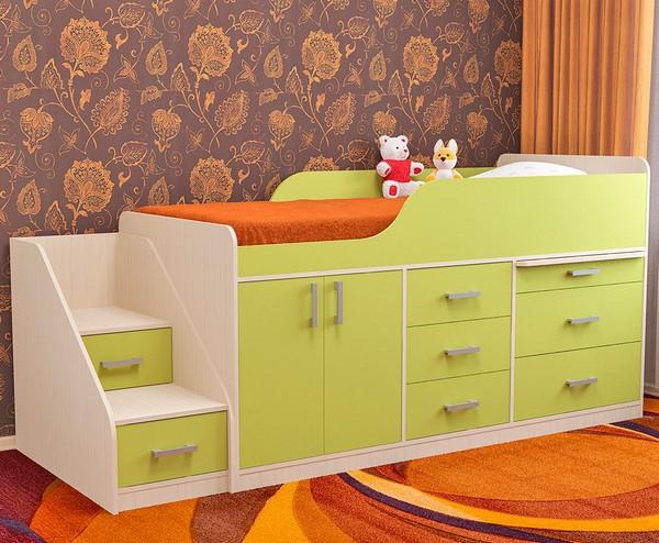 Салатовая кровать-чердак Малыш с лесенкой