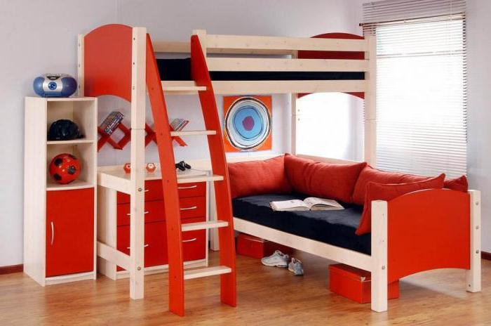 Кровать-чердак с диваном