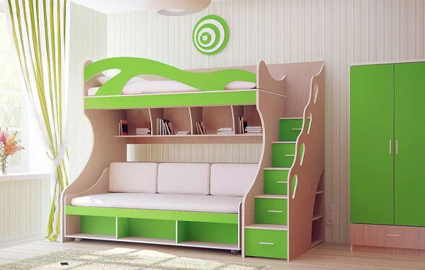 Кровать-чердак с полочками и шкафчиками
