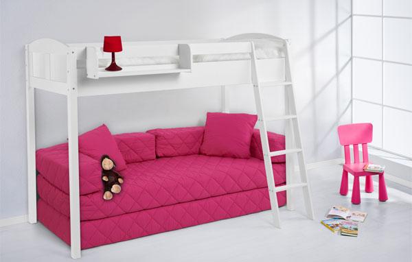 Кровать-чердак с розовым диваном