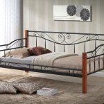 Кровать кованая в интерьере