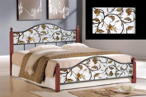 Кровать с витражными вставками