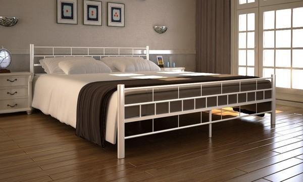Итальянская кровать с металлическим основанием
