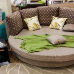 Круглый с подушками