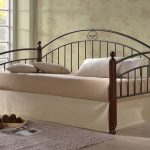 Металлическая кровать-софа
