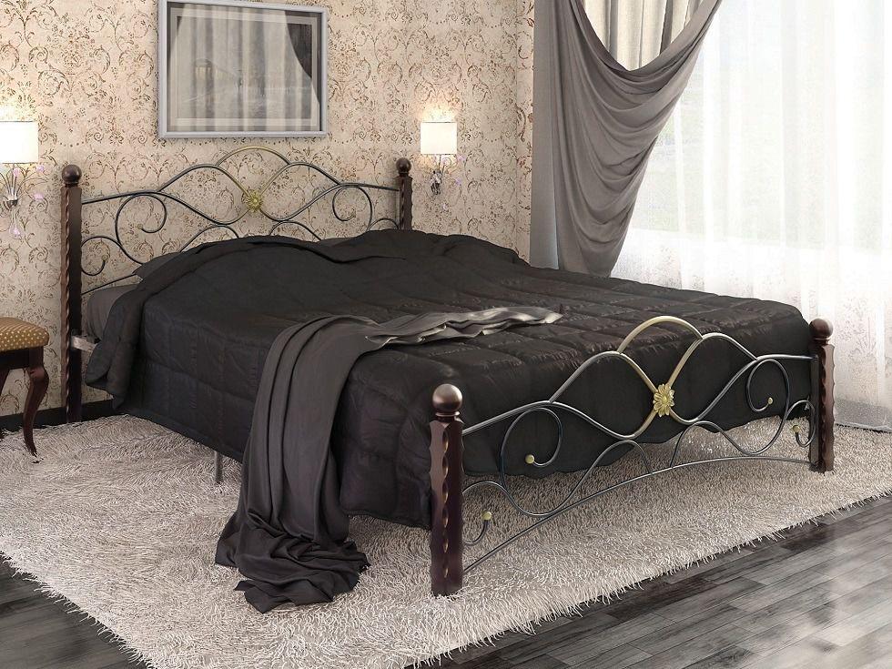 Металлическая кровать в современной спальне
