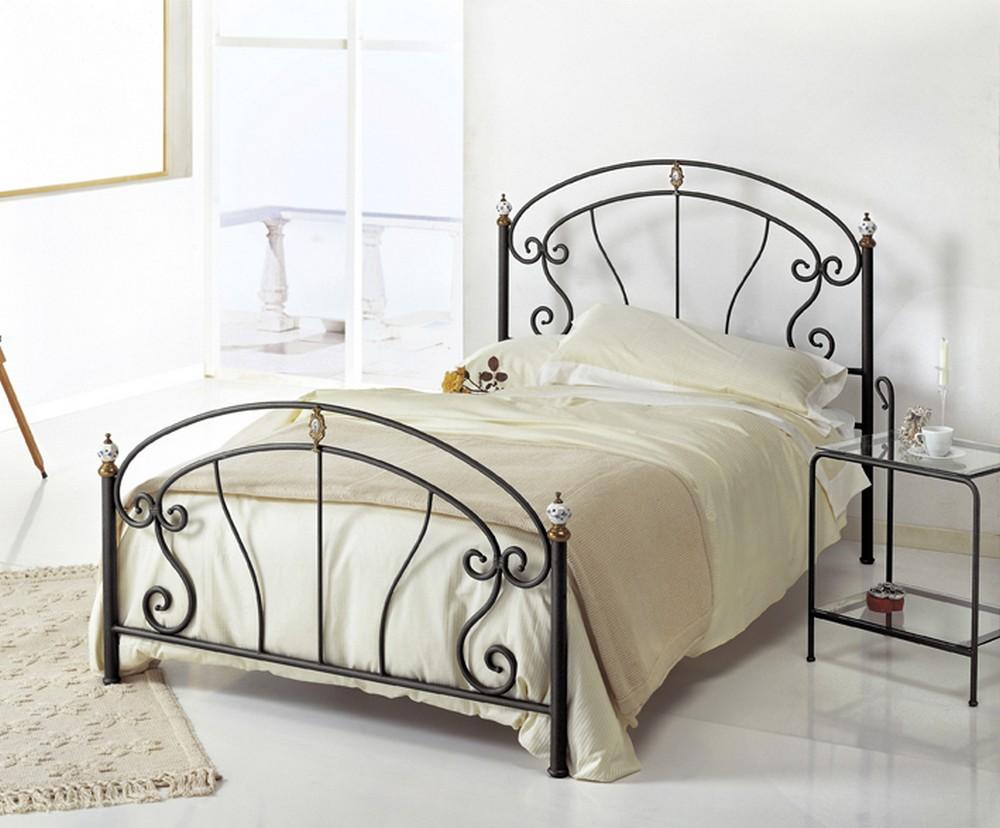Металлическая полуторная кровать