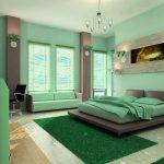 Мятный диван в спальне