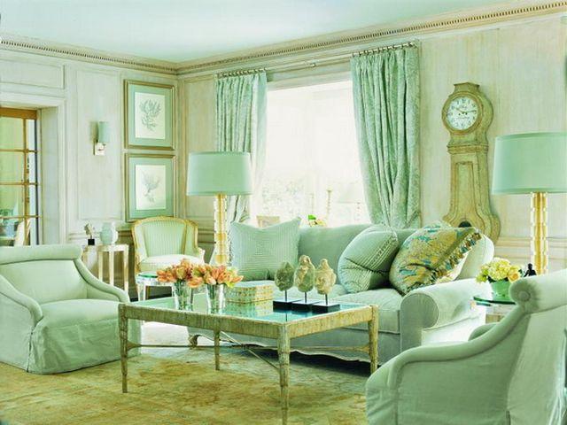 Мятный диван