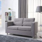 Небольшой диван в гостиной