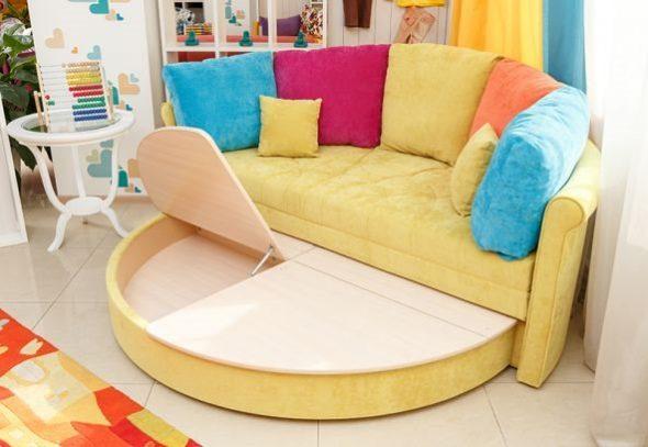 Небольшой круглый диванчик